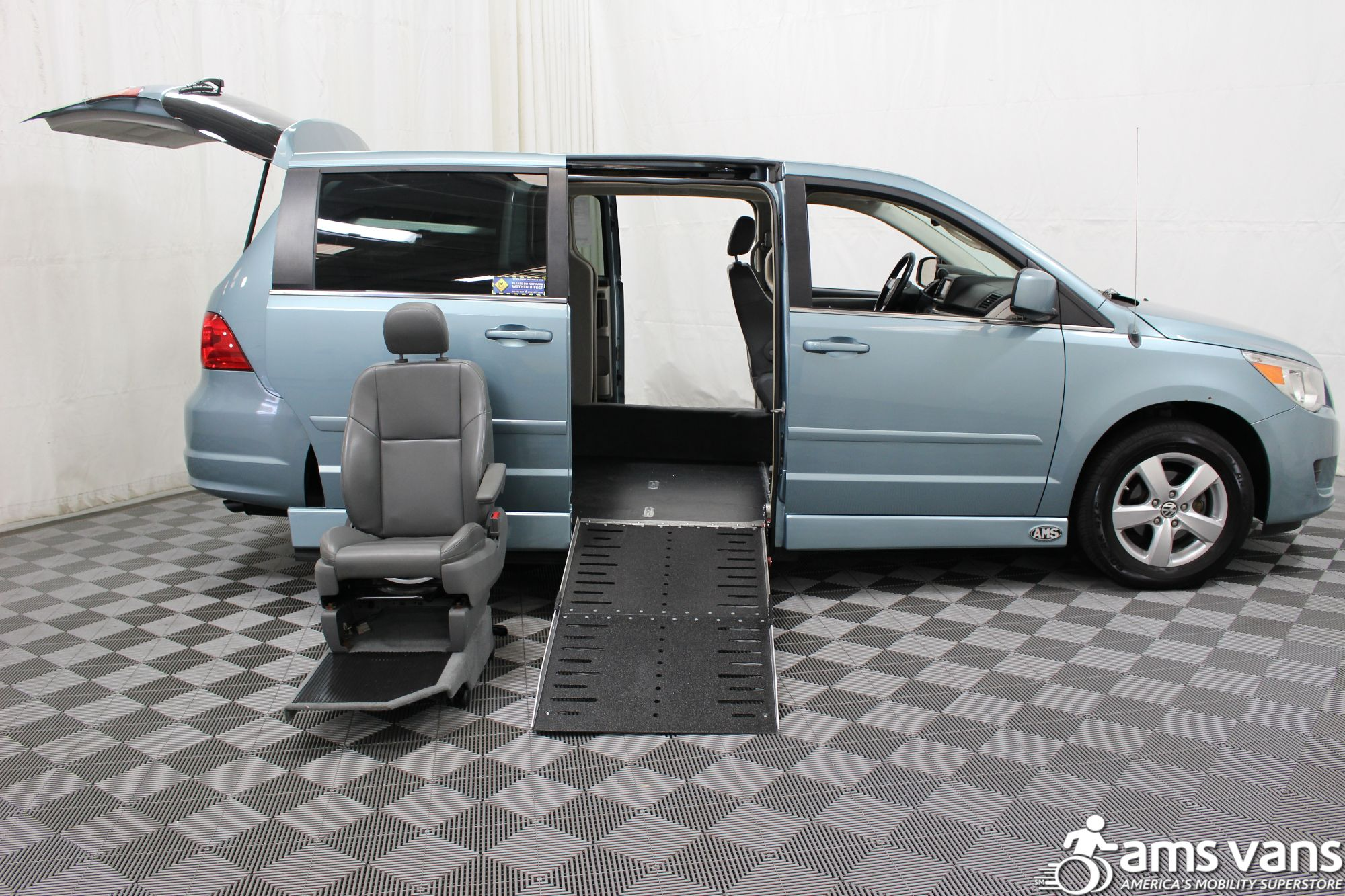 2010 Volkswagen Routan Wheelchair Van For Sale #8