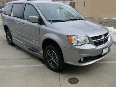 Silver Dodge Grand Caravan image number 25