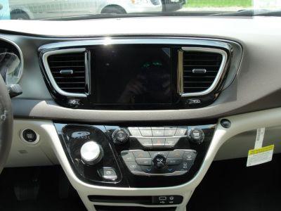 DARK MAROON Chrysler Pacifica image number 9