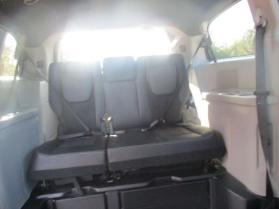 Blue Dodge Grand Caravan image number 15