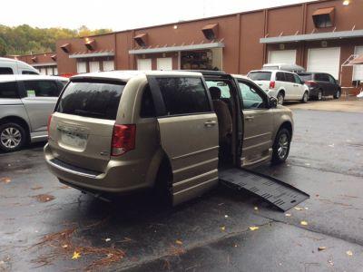 Brown Dodge Grand Caravan image number 6