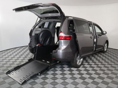 Commercial Wheelchair Vans for Sale - 2019 Toyota Sienna LE ADA Compliant Vehicle VIN: 5TDKZ3DC8KS004558