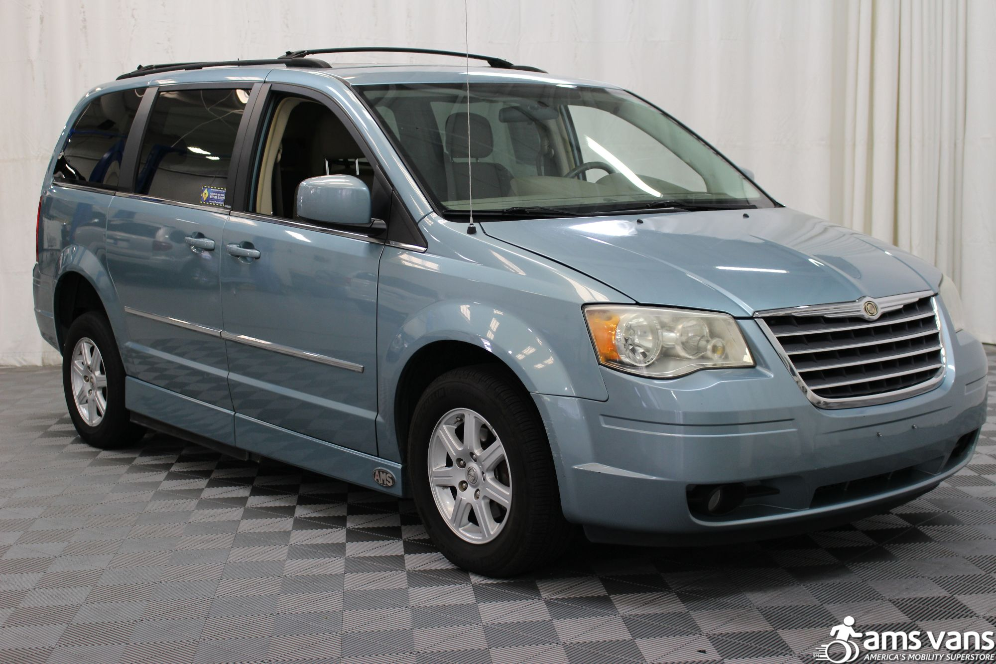 2010 Chrysler Town and Country Touring Wheelchair Van For Sale #11
