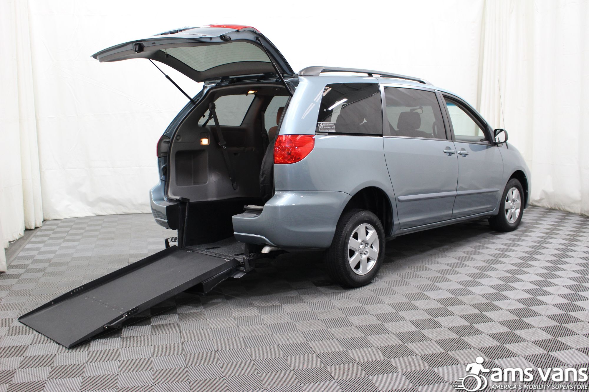 2006 Toyota Sienna LE Wheelchair Van For Sale #2