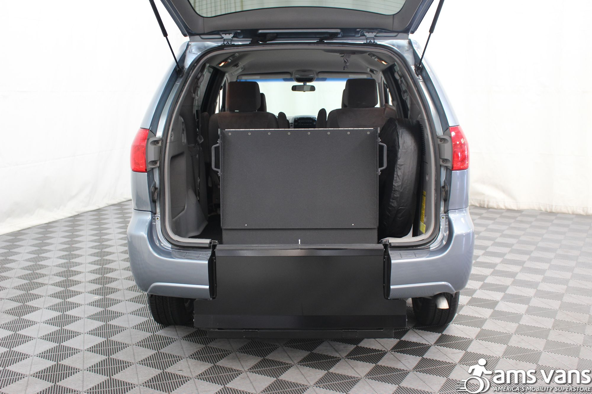 2007 Toyota Sienna LE Wheelchair Van For Sale #4