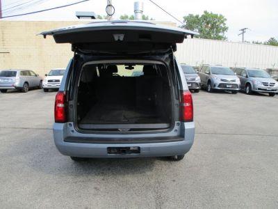 Gray Chevrolet Suburban image number 23