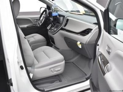 White Toyota Sienna image number 10