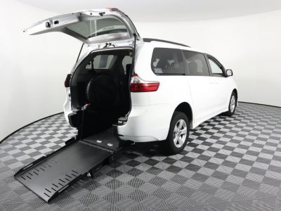 Commercial Wheelchair Vans for Sale - 2019 Toyota Sienna LE ADA Compliant Vehicle VIN: 5TDKZ3DC1KS991861