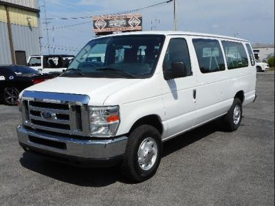 WHITE Ford E-350 image number 2
