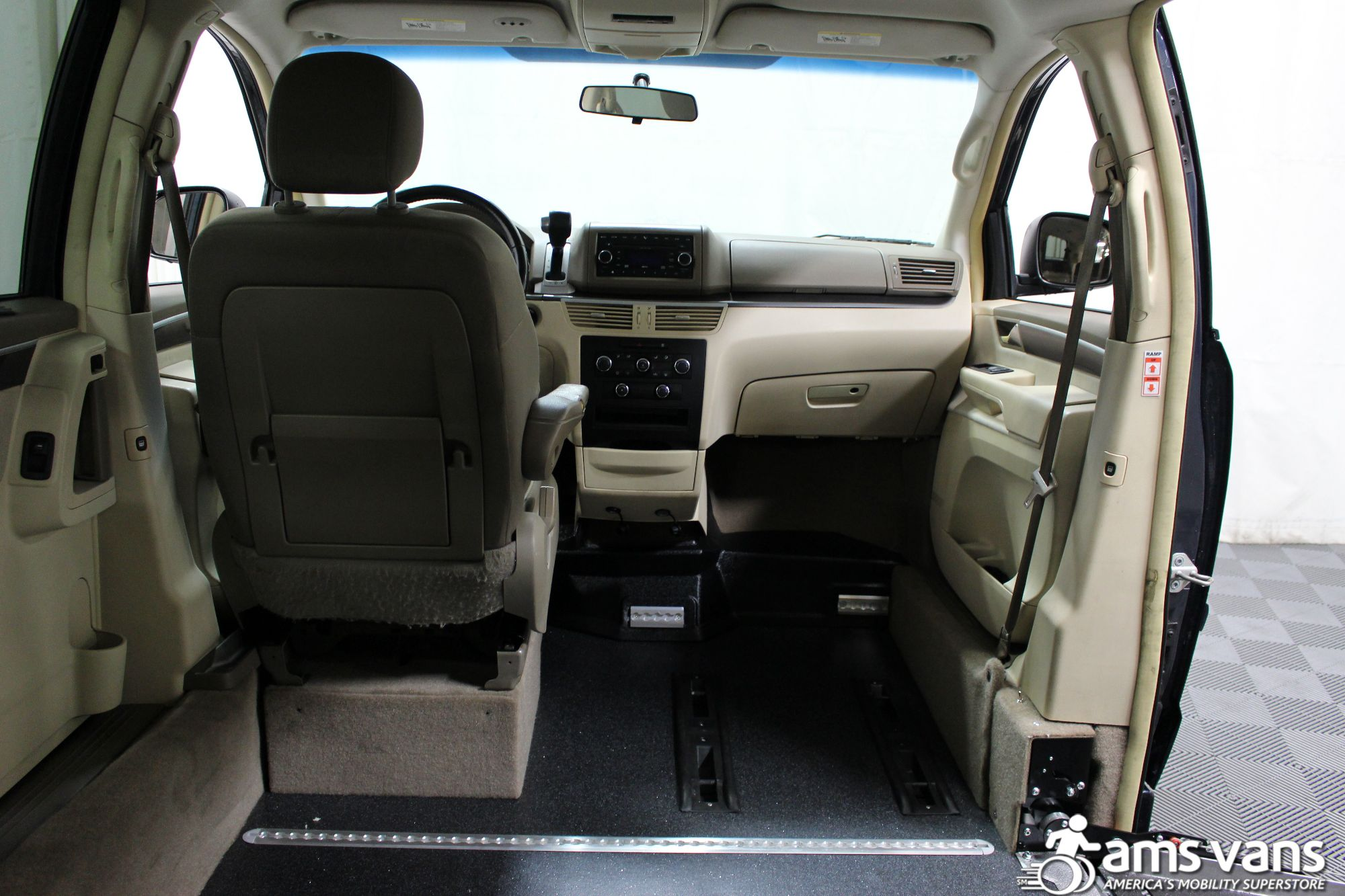 2009 Volkswagen Routan SE Wheelchair Van For Sale #7