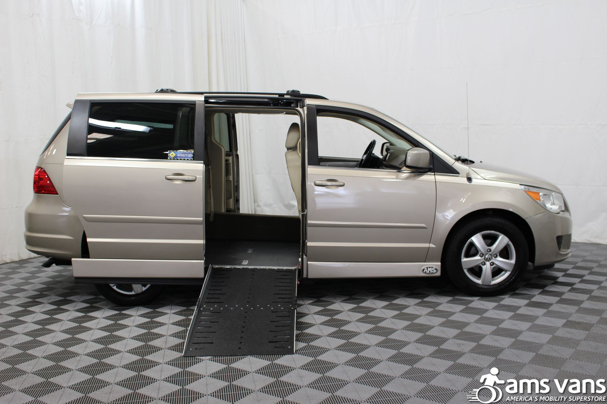 2009 Volkswagen Routan SEL Wheelchair Van For Sale #2