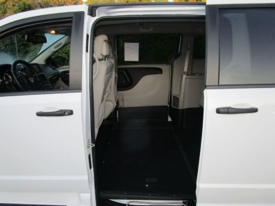 White Dodge Grand Caravan image number 17
