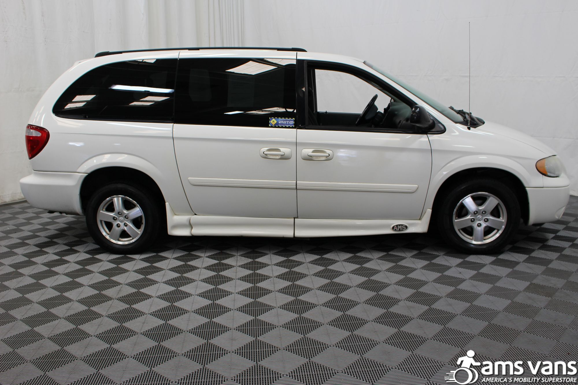 2006 Dodge Grand Caravan SXT Wheelchair Van For Sale #2