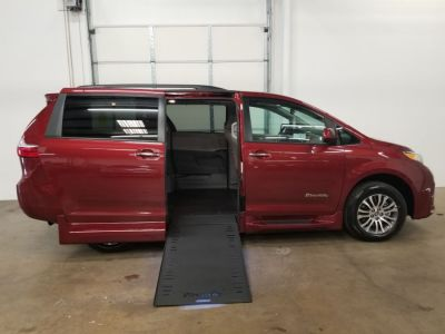 Red Toyota Sienna image number 9
