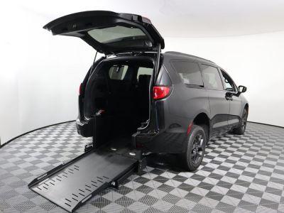 Commercial Wheelchair Vans for Sale - 2020 Chrysler Pacifica Touring L ADA Compliant Vehicle VIN: 2C4RC1BGXLR142610
