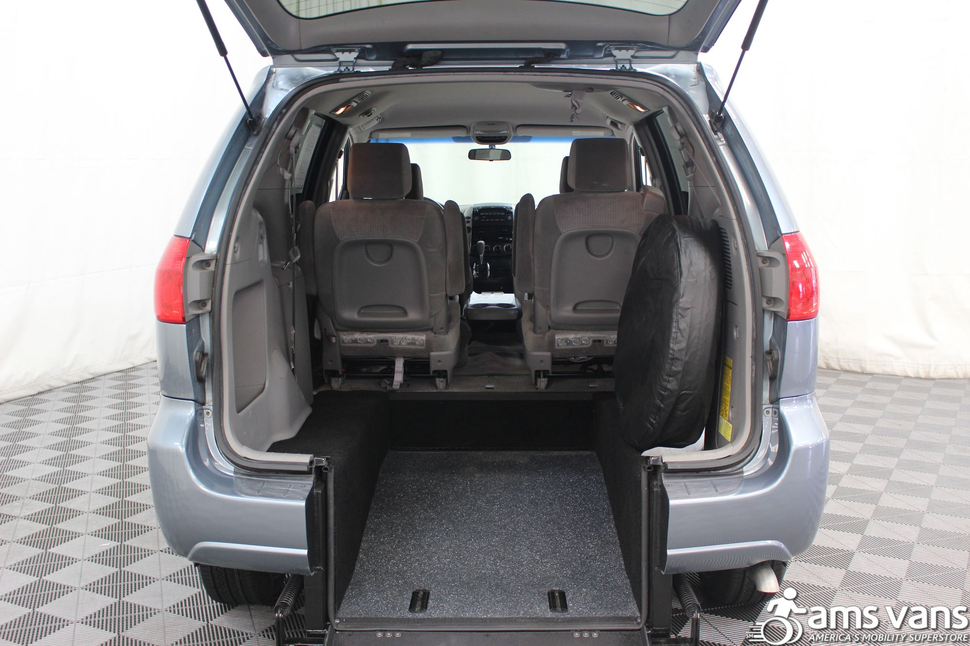 2007 Toyota Sienna LE Wheelchair Van For Sale #3