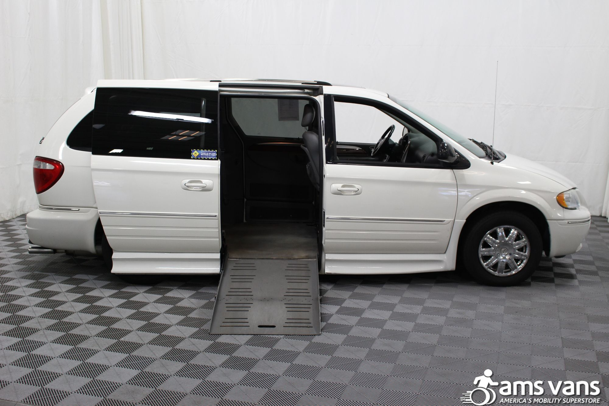 2005 Chrysler Town and Country Limited Wheelchair Van For Sale #2