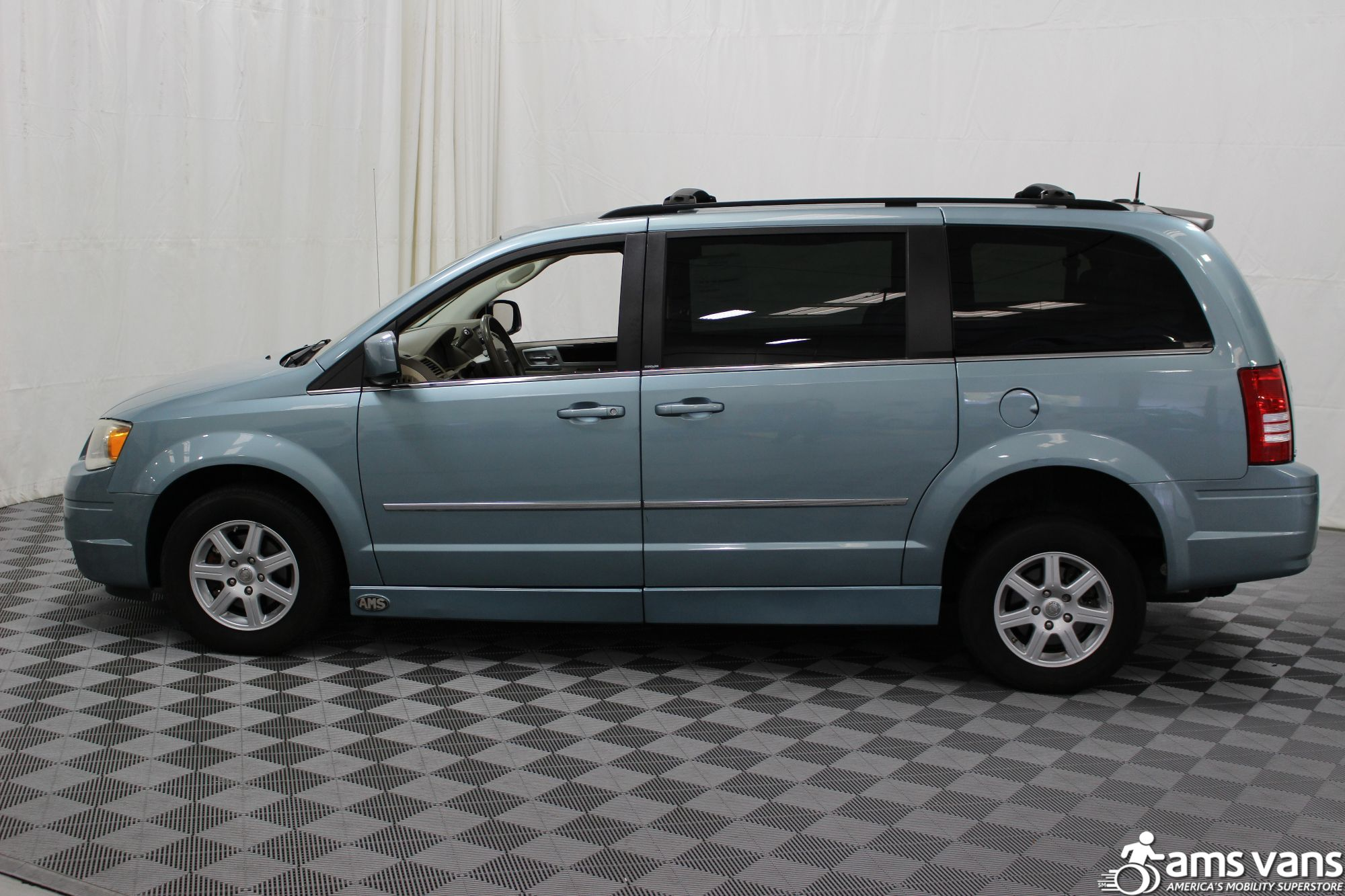 2010 Chrysler Town and Country Touring Wheelchair Van For Sale #16