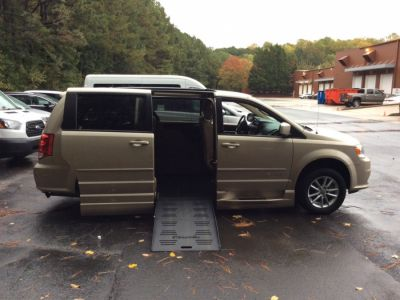 Brown Dodge Grand Caravan image number 7