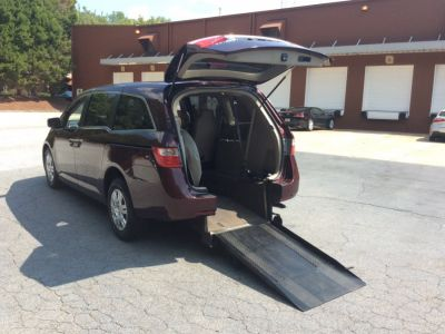 Red Honda Odyssey with Rear Entry Manual Fold Out ramp