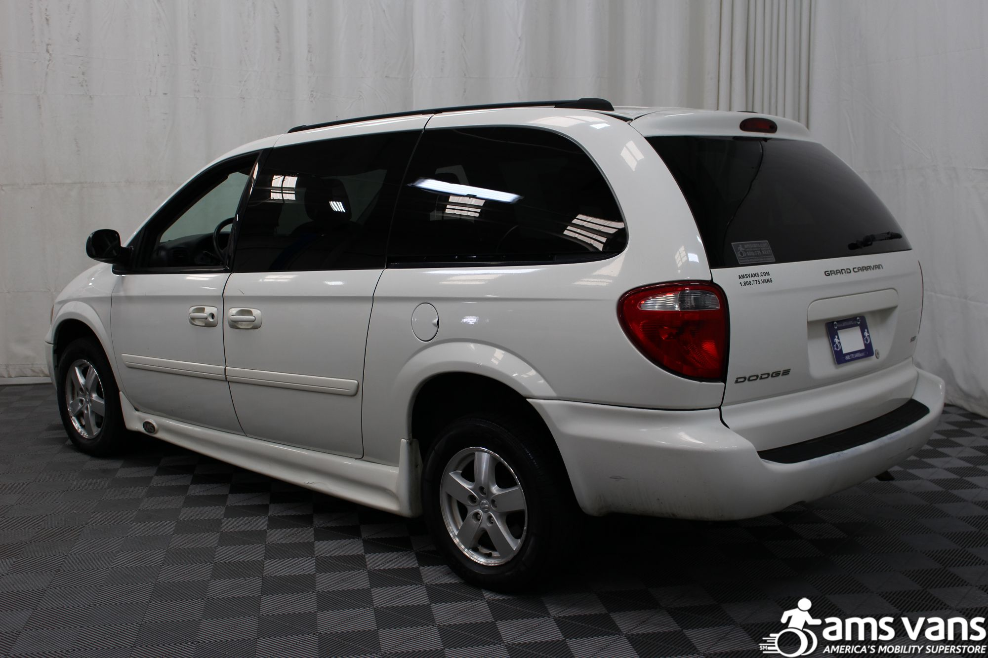 2006 Dodge Grand Caravan SXT Wheelchair Van For Sale #4