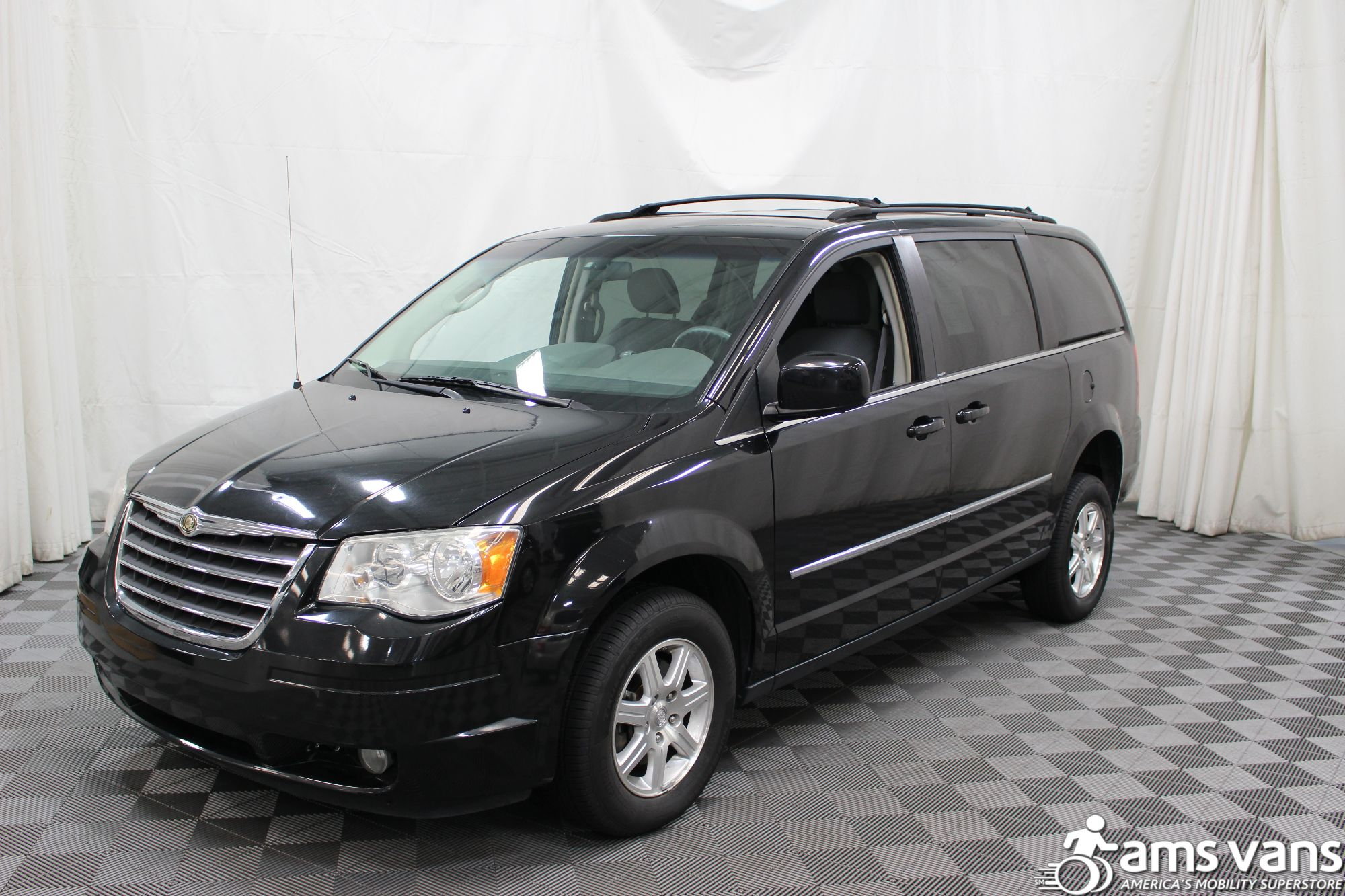 2009 chrysler town and country wheelchair van for sale 23 995. Black Bedroom Furniture Sets. Home Design Ideas