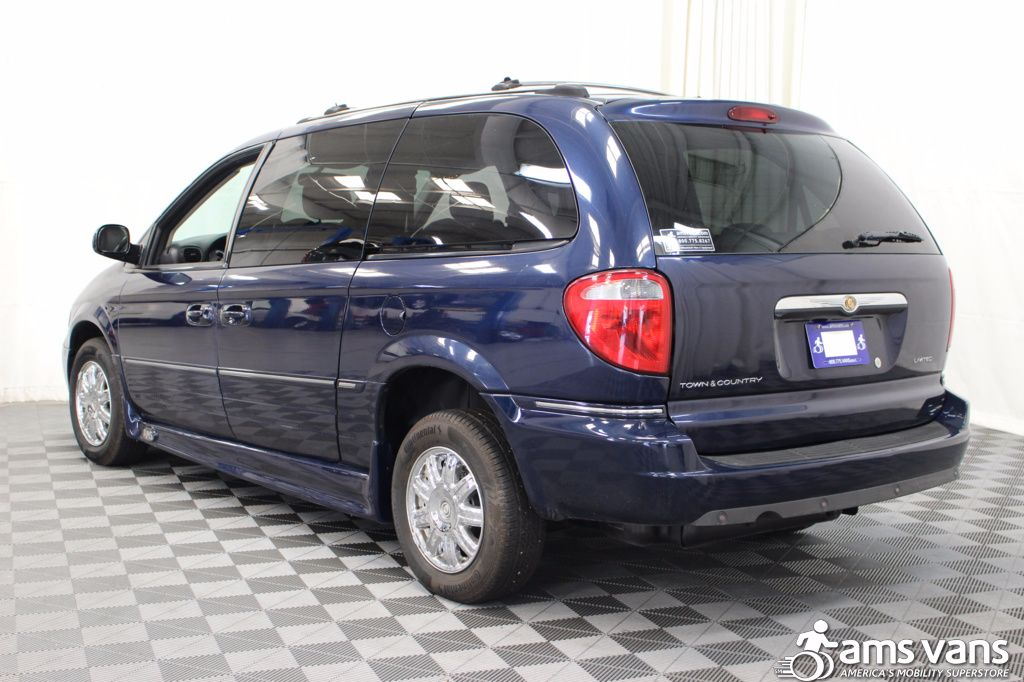 2005 Chrysler Town and Country Limited Wheelchair Van For Sale #17