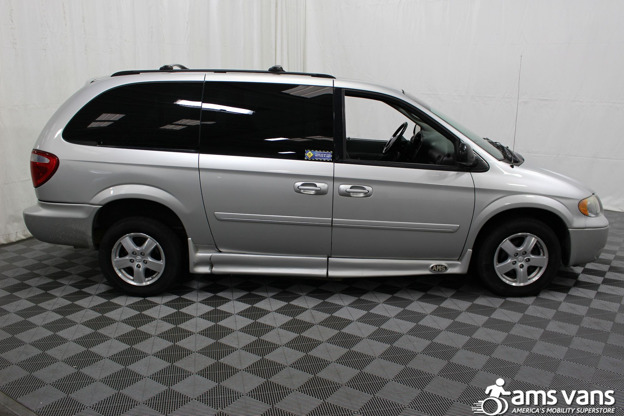 2007 Dodge Grand Caravan SXT Wheelchair Van For Sale #2