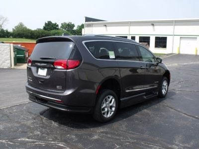 Gray Chrysler Pacifica image number 7