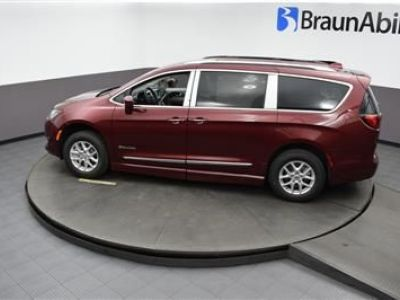 Red Chrysler Pacifica image number 21