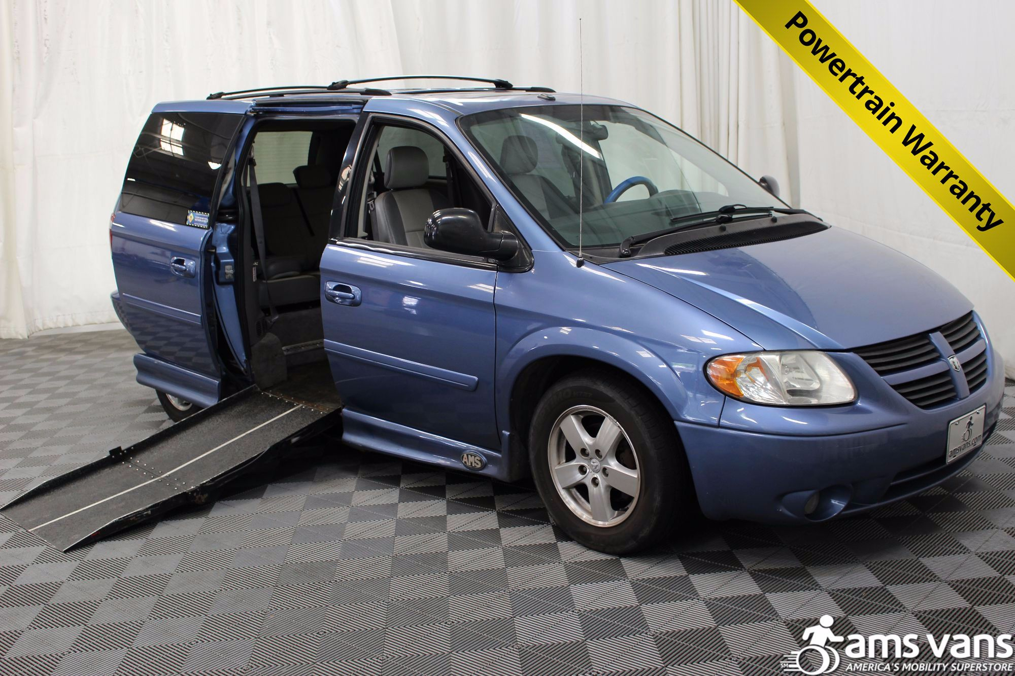 2007 dodge grand caravan wheelchair van for sale 19 999. Black Bedroom Furniture Sets. Home Design Ideas