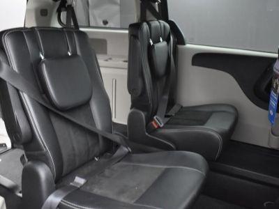 Gray Dodge Grand Caravan image number 21