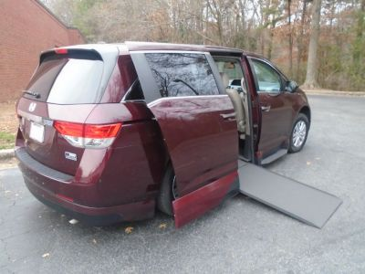 Red Honda Odyssey with Side Entry Automatic In Floor ramp