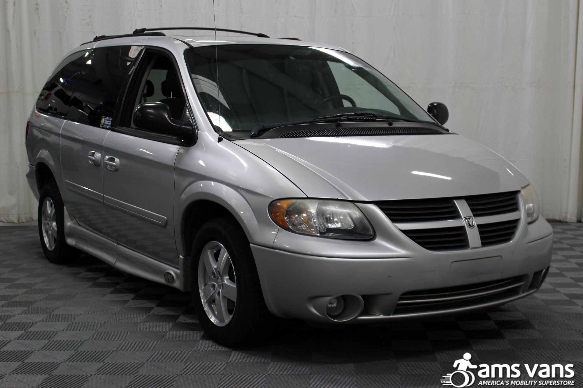 2007 Dodge Grand Caravan SXT Wheelchair Van For Sale #1