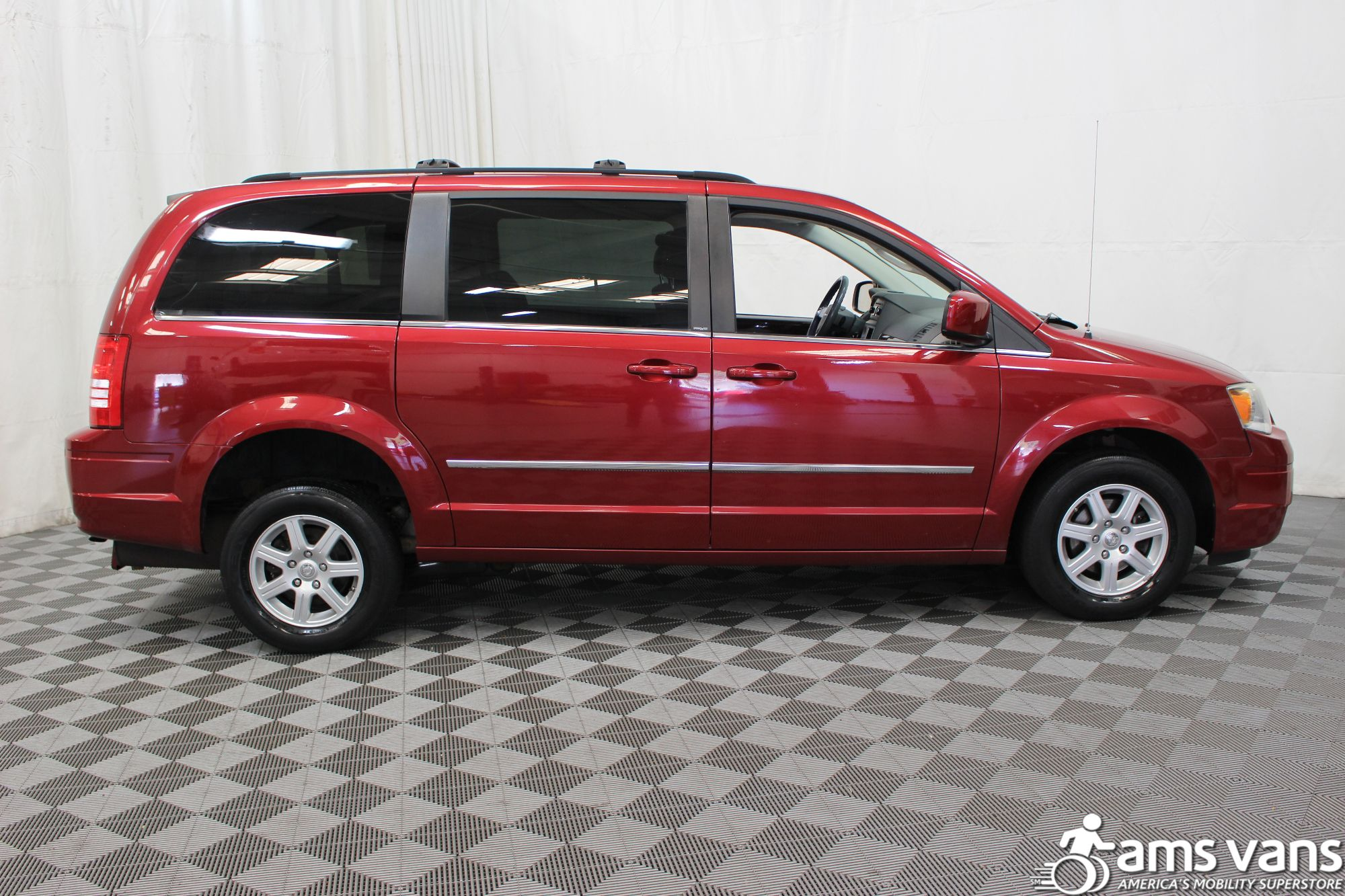 2010 chrysler town and country wheelchair van for sale 24 999. Black Bedroom Furniture Sets. Home Design Ideas