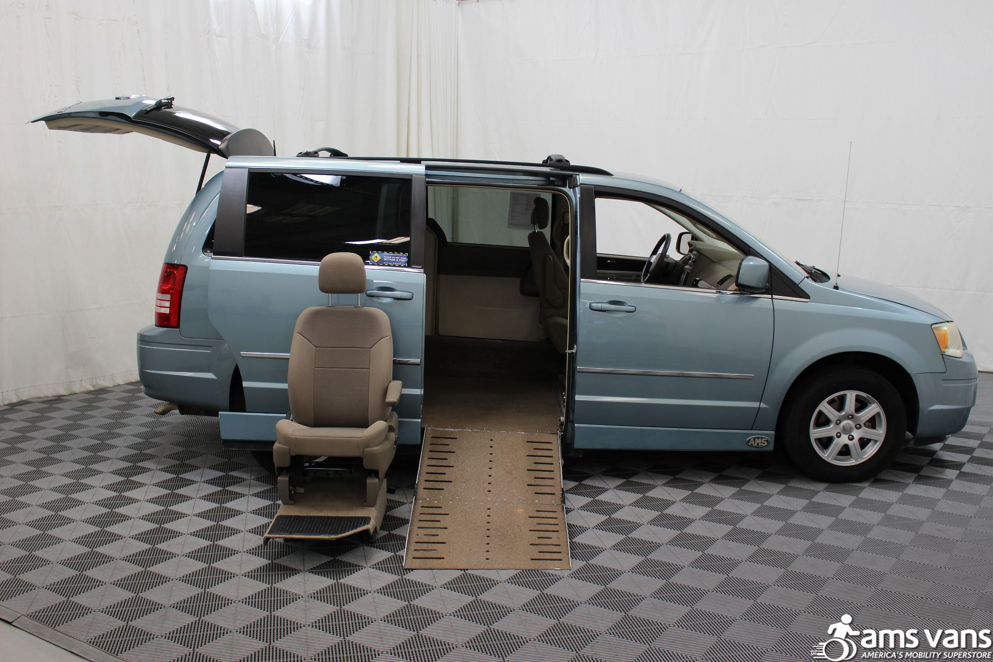 2010 Chrysler Town and Country Wheelchair Van For Sale #9