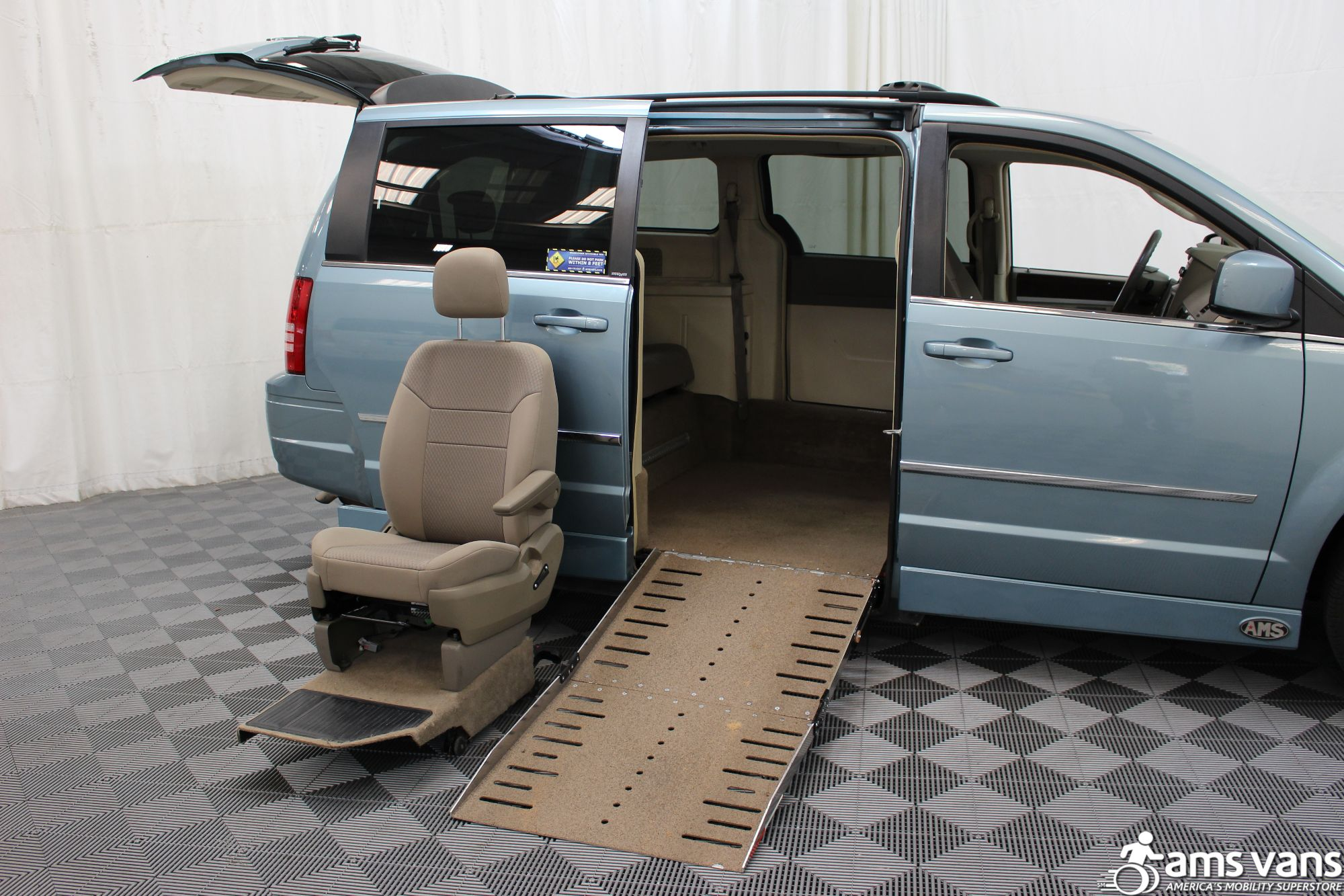 2010 Chrysler Town and Country Wheelchair Van For Sale #10