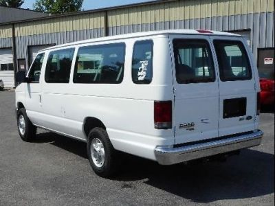 WHITE Ford E-350 image number 4