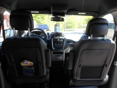 Blue Dodge Grand Caravan image number 12