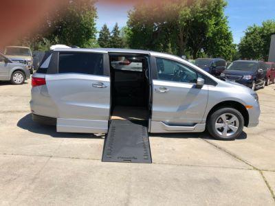 Silver Honda Odyssey image number 7
