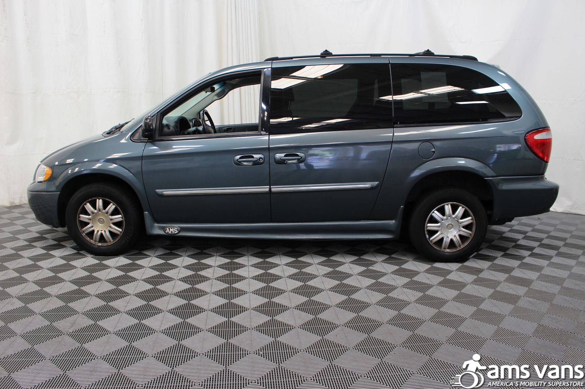 2005 Chrysler Town and Country Touring Wheelchair Van For Sale #9