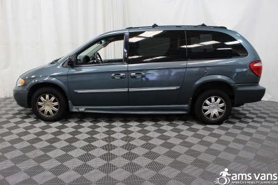 2005 Chrysler Town and Country Wheelchair Van For Sale -- Thumb #9