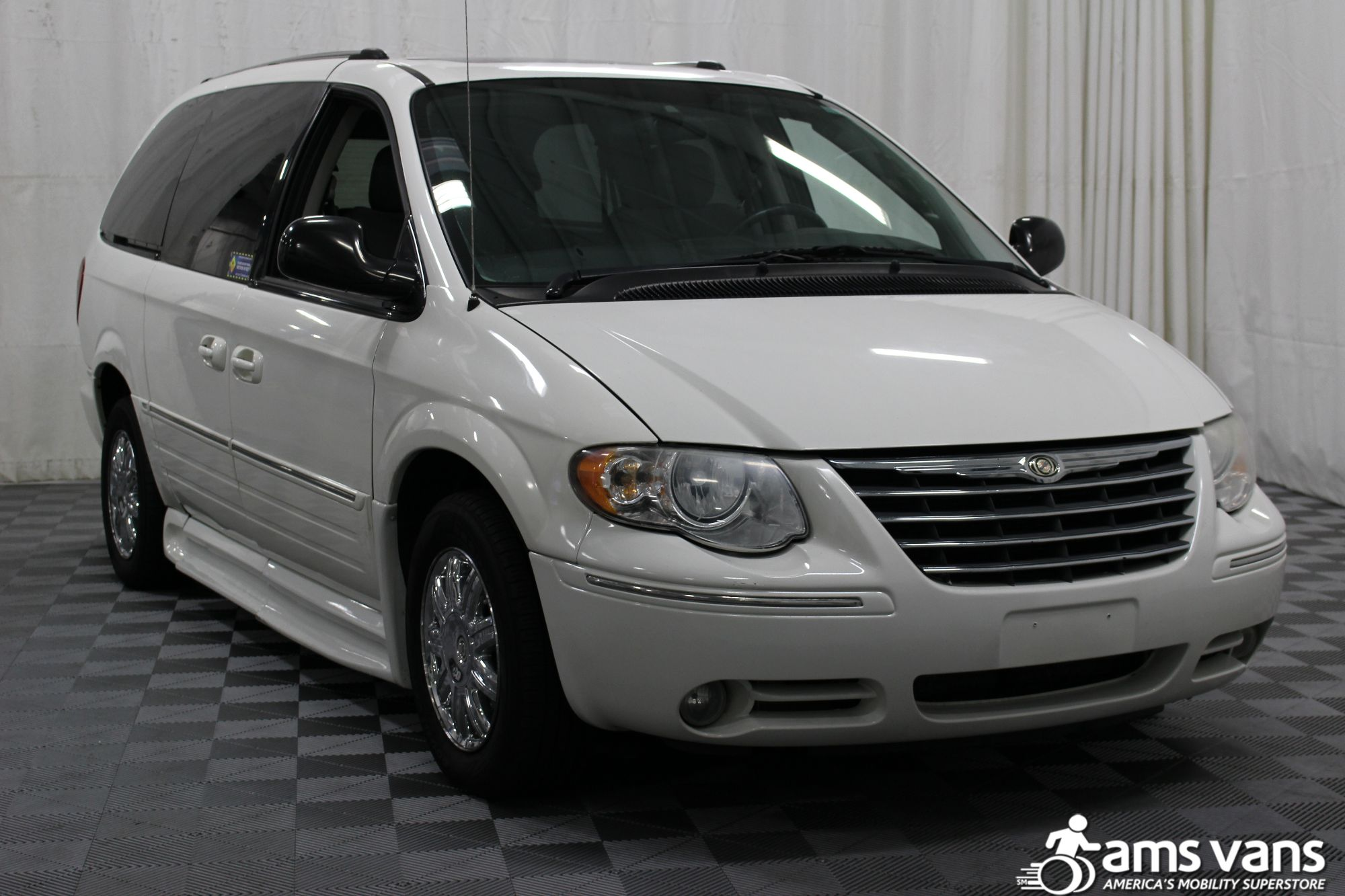 2005 Chrysler Town and Country Limited Wheelchair Van For Sale #10