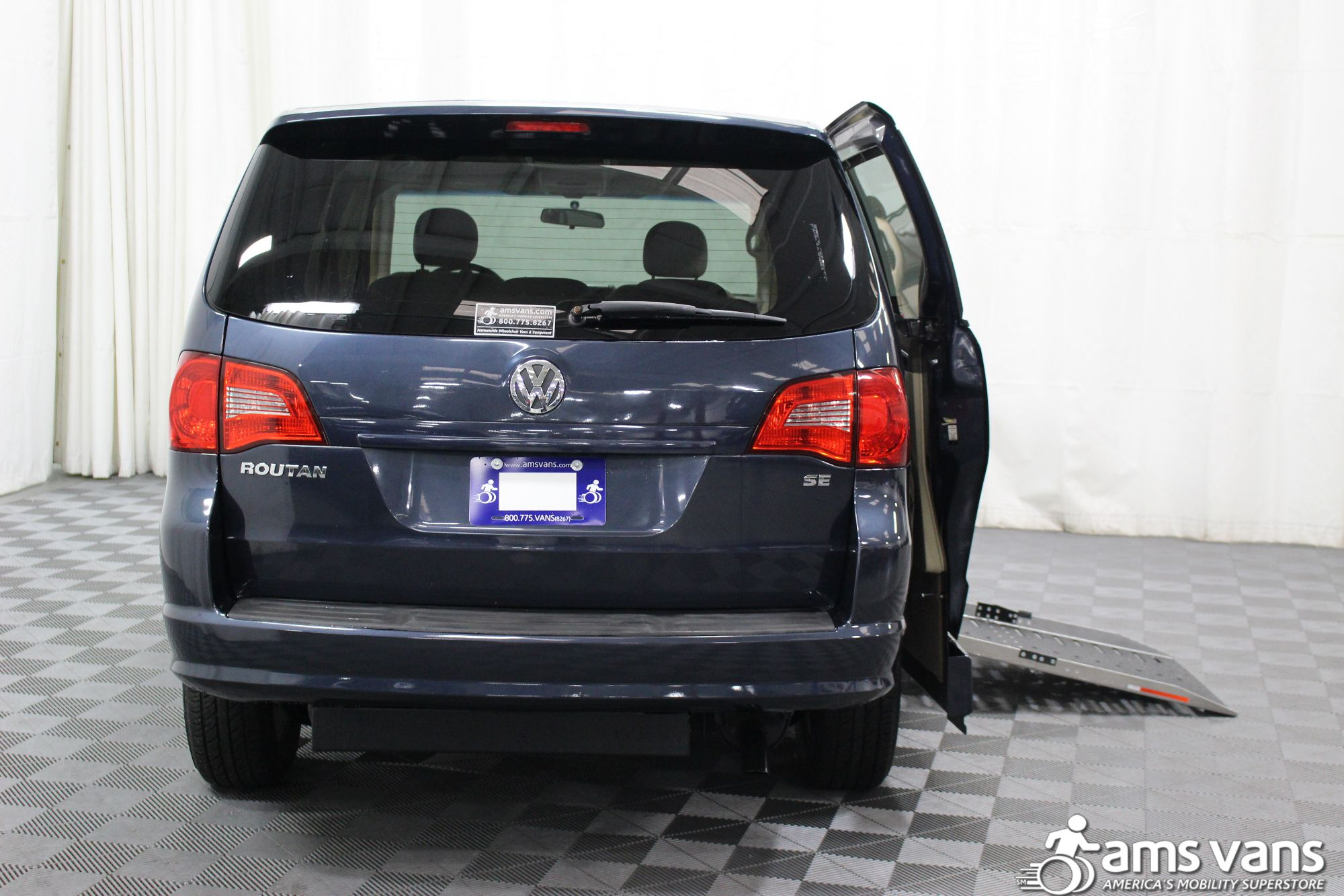 2009 Volkswagen Routan SE Wheelchair Van For Sale #4