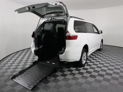 Commercial Wheelchair Vans for Sale - 2019 Toyota Sienna LE ADA Compliant Vehicle VIN: 5TDKZ3DC6KS009158