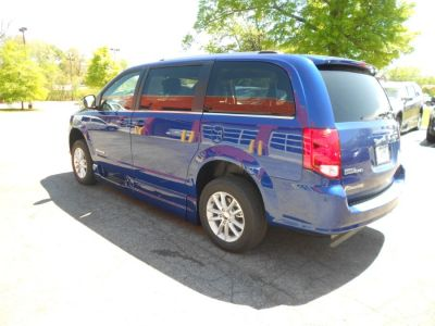 Blue Dodge Grand Caravan image number 4
