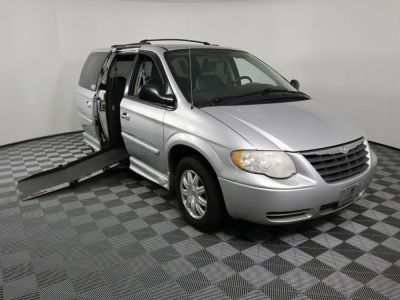 Used Wheelchair Van for Sale - 2006 Chrysler Town & Country Touring Wheelchair Accessible Van VIN: 2A4GP54L86R760262