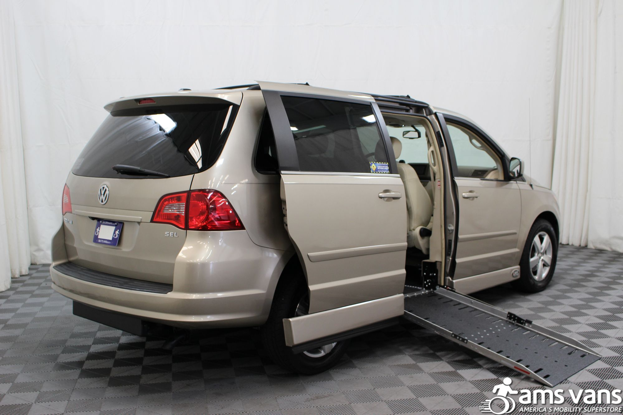 2009 Volkswagen Routan SEL Wheelchair Van For Sale #3