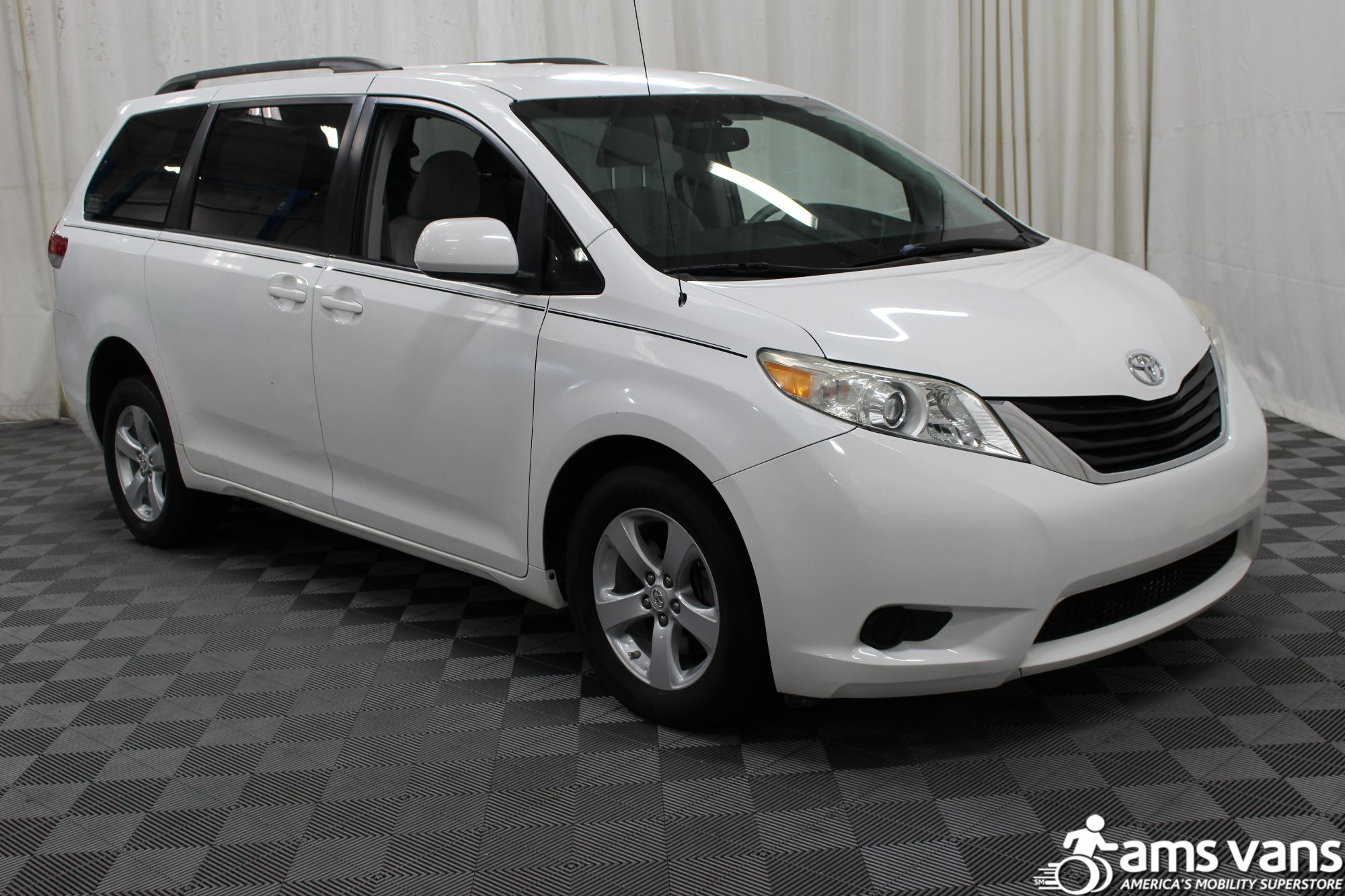 2011 toyota sienna wheelchair van for sale 26 995. Black Bedroom Furniture Sets. Home Design Ideas