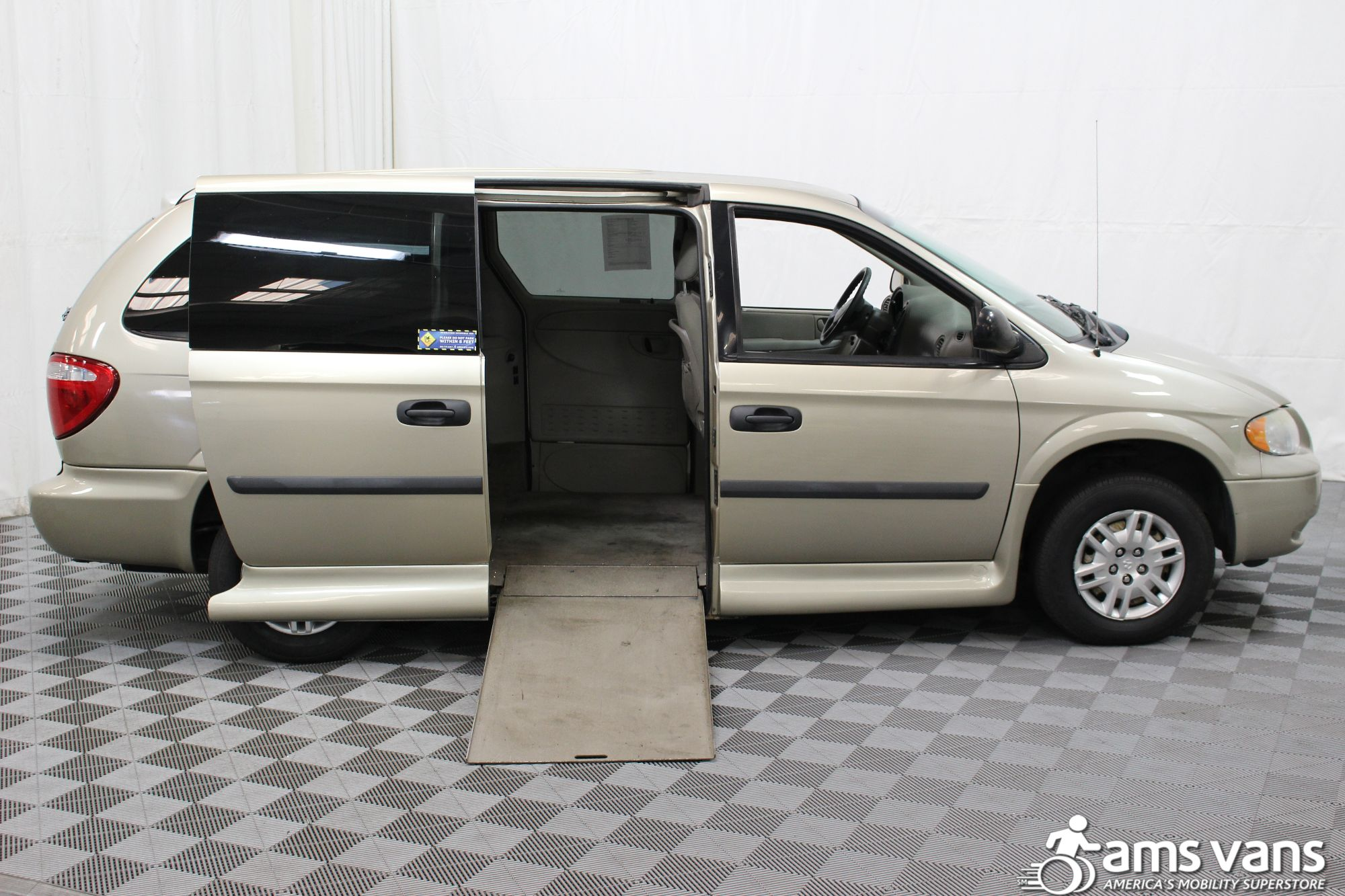 2007 Dodge Grand Caravan SE Wheelchair Van For Sale #2